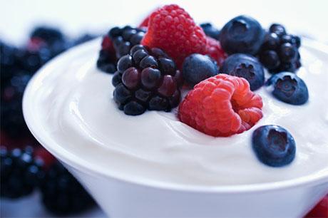 Sadje z jogurtom. Foto: dailyperricone